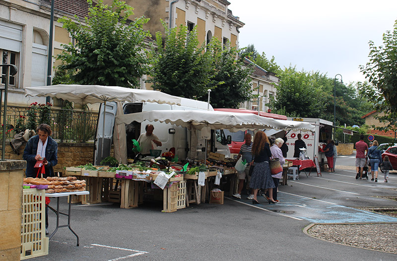 Marché traditionnel le vendredi